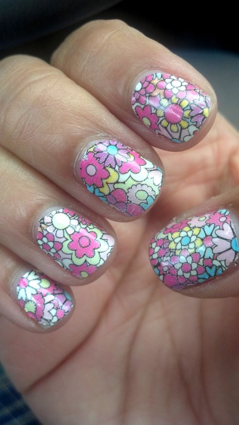 Sally Hansen Salon Effects Flowers