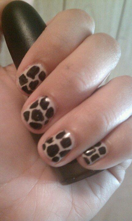 giraffe print mani