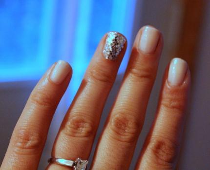 Glitter Finger Mani