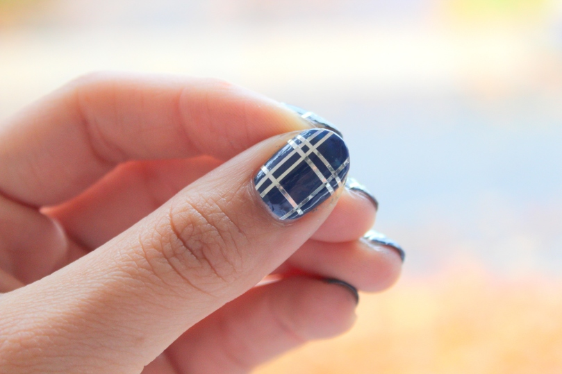 Blue and Silver Plaid Mani