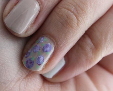 Floral Nails Detail