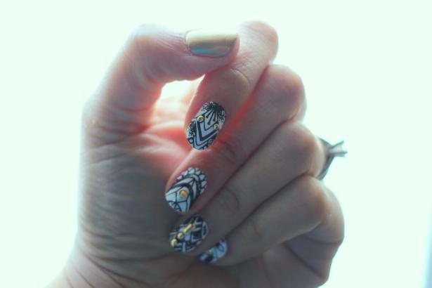 Divine Dotwork Scratch Nail Wraps